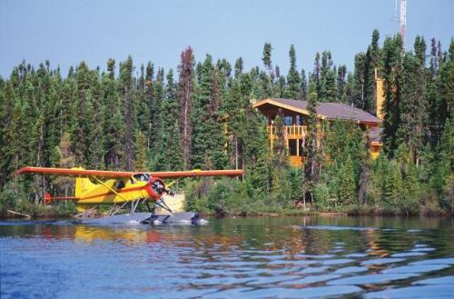 Luxury hunting and fishing lodges for sale manitoba canada for Best canadian fishing lodges